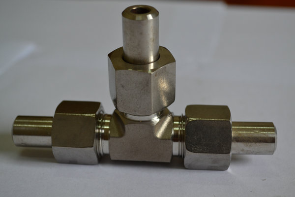 焊接式三通操作